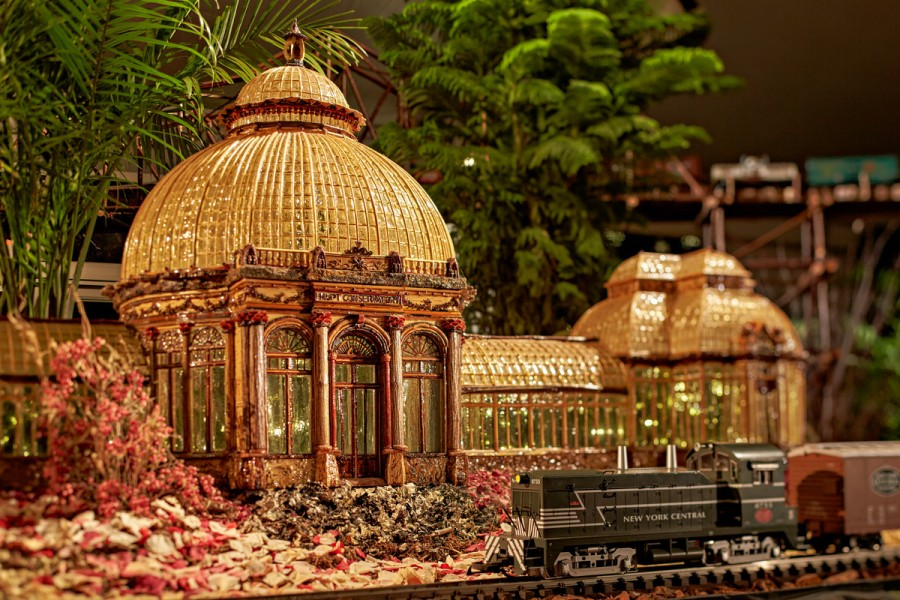 NYBG 25th ANNIVERSARY HOLIDAY TRAIN SHOW